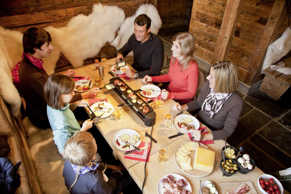 vorbereitung und tipps f r ein gelungenes weihnachts und silvester essen chefkoch raclette. Black Bedroom Furniture Sets. Home Design Ideas
